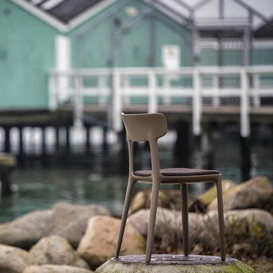 Canova sedia in polipropilene con seduta imbottita